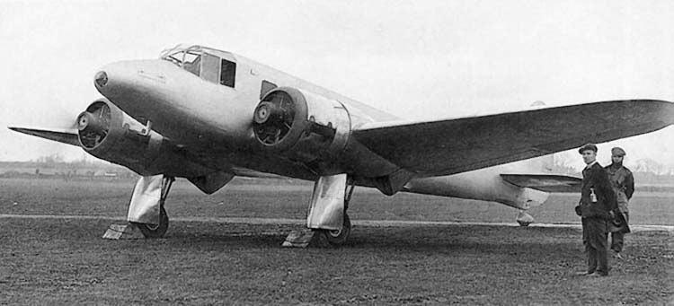 «Бристоль»-142 уже одним видом намекает о том, что это в первую очередь скоростной самолет. А какие стильные стойки шасси, только поглядите!
