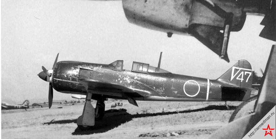Японский истребитель Ki-100 на аэродроме