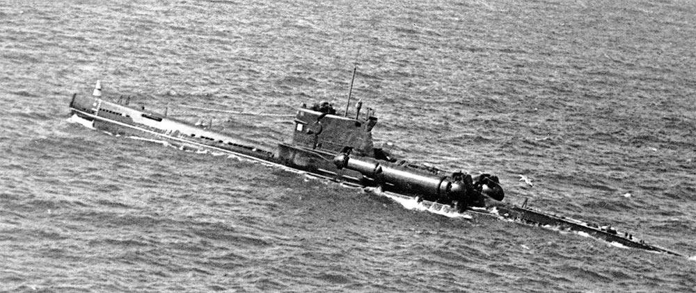 Дизельная подводная лодка проекта 644, вид сверху-сзади. Учитывая непростую задачу по модернизции Проекта 613 до Проекта 644, контейнеры вписаны в силуэт корабля почти идеально