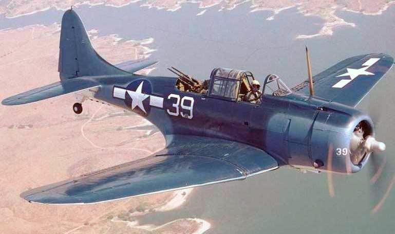 Американский бомбардировщик Дуглас SBD «Донтлесс», вид спереди-сверху