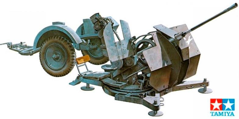 Немецкая 20-мм зенитная пушка FlaK 38 снятая с прицепа, и приведенная в боевое положение