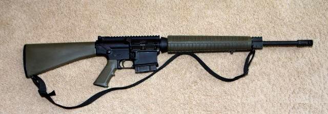 Полуавтоматическая винтовка AR-10A4. Есть даже вариант под охотничий патрон.