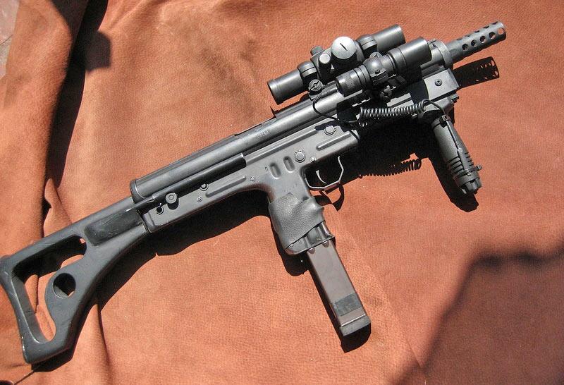 Пистолет-пулемет FMK-3 с пластиковым прикладом