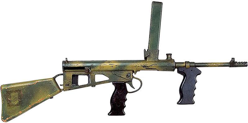 Пистолет-пулемет Оуэна много критиковали, и немало за несуразный внешний вид. Однако, машинка была вполне рабочей и со своими задачами справлялась