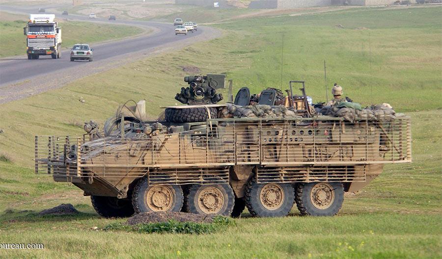 Американский БТР «Стракер» с решетчатой защитой от реактивных гранат, установленной на корпусе
