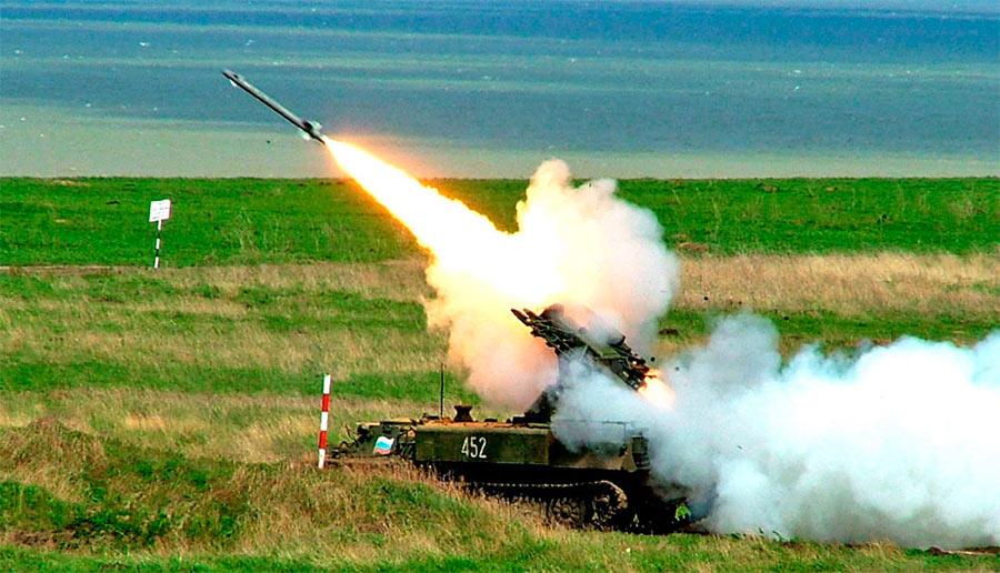 Огонь ведет самоходный зенитный ракетный комплекс «Стрела-10» 9К35.