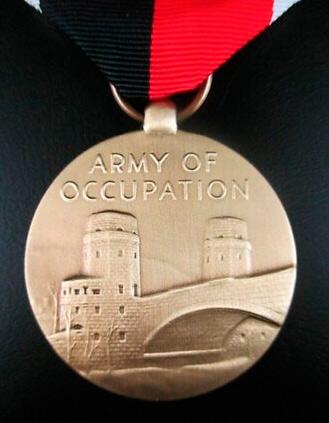 "Армейская медаль ""За службу в оккупационной зоне"" (Army of Occupation Medal)"