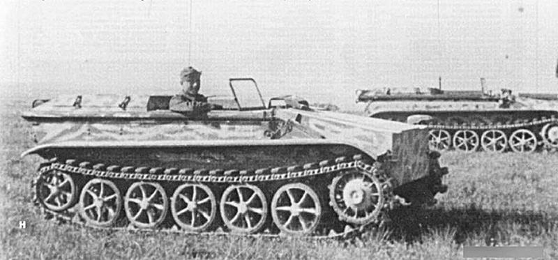 На марше, танкеткой B-IV (Sd.Kfz.301) мог управлять водитель. Получалась своего рода армейская малолитражка
