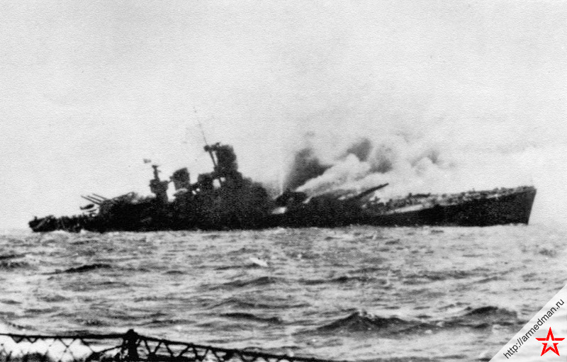 Тонущий итальянский линейный корабль «Рома» после попадания немецких радиоуправляемых бомб