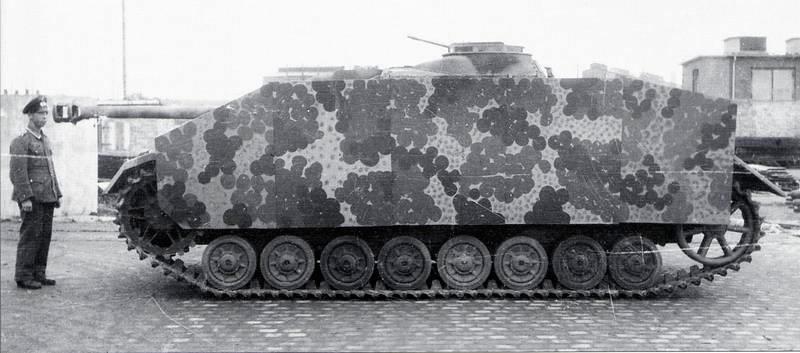 Дополнительная защита борта StuG IV навесными стальными листами