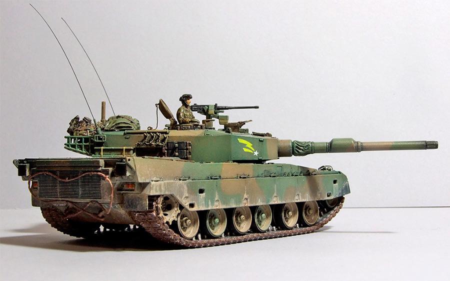 Основной танк «Тип 90» , вид сзади. Модель