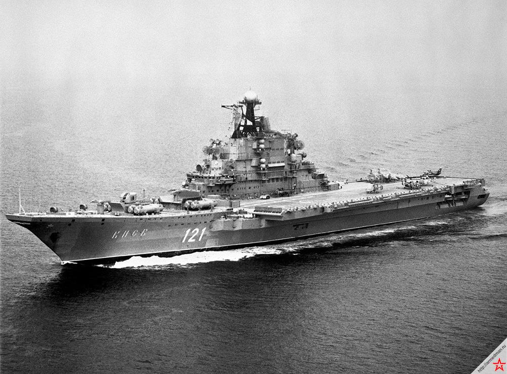 Если хорошо присмотреться к советским ТАКР проекта 1143 проекта «Кречет», то по компоновке в них легко проследить влияние более ранних противолодочников-вертолетоносцев проекта 1123 «Кондор»
