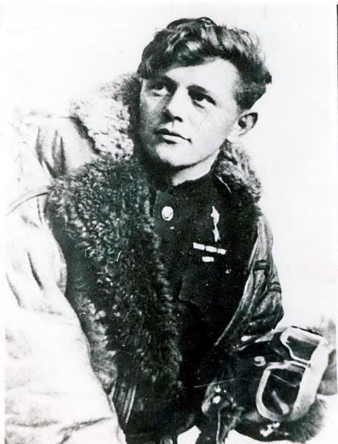Герой Советского Союза летчик-истребитель Курзенков Сергей Георгиевич
