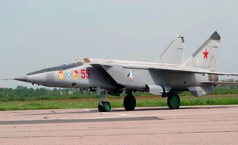 Предшественник МиГ-31, МиГ-25. Их довольно просто спутать внешне, если не знать