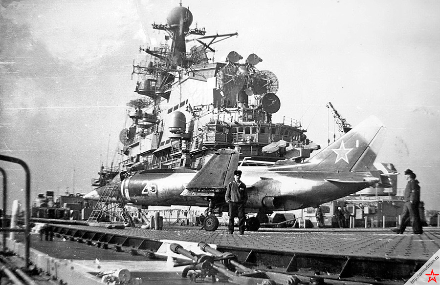 Як-38 на палубе тяжелого авианесущего крейсера «Новороссийск» проекта 1143.3