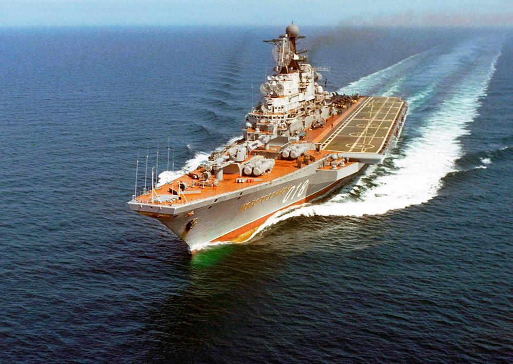 ТАКР «Новороссийск» был первым из «Кречетов» строившихся под перспективные истребители Як-141. Уже нет ни ТАКР этого типа, не СССР, а Як-141 так на вооружение и не поступил