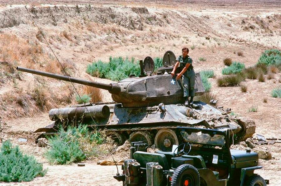 Танк Т-34-85 греков-киприотов в ходе турецкого вторжения на Кипр в 1974 году