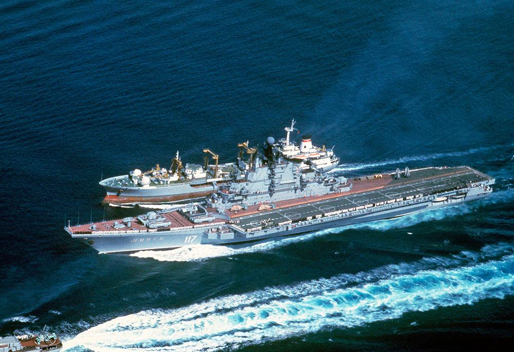 ТАКР «Минск» и танкер «Борис Чиликин» в Средиземном море, 1979 г.