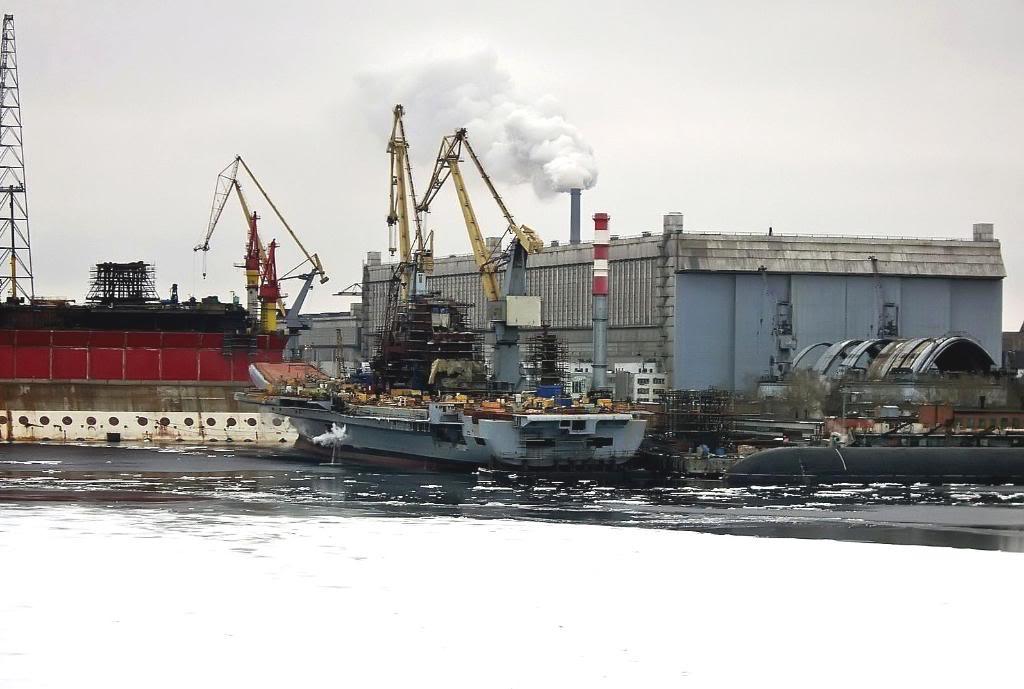Как не огромен авианосец, на фоне верфей Северодвинска, даже он кажется не таким уж и большим
