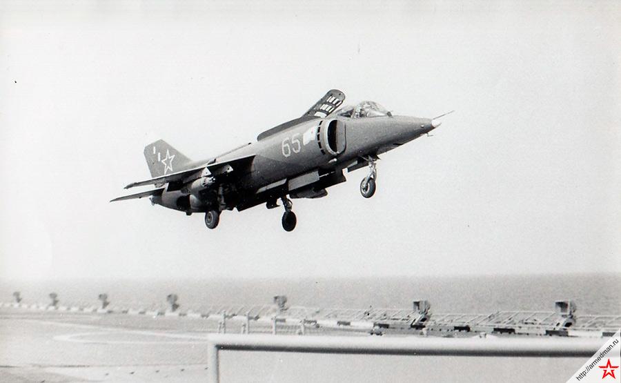 Палубный штурмовик вертикального взлета Як-38 - основное оружие первых четырех кораблей проекта 1143 «Кречет»