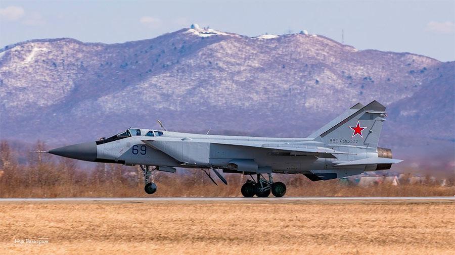 Истребитель-перехватчик МиГ-31 на взлете