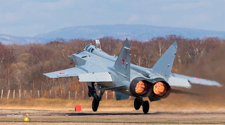 МиГ-31 на взлете, вид сзади