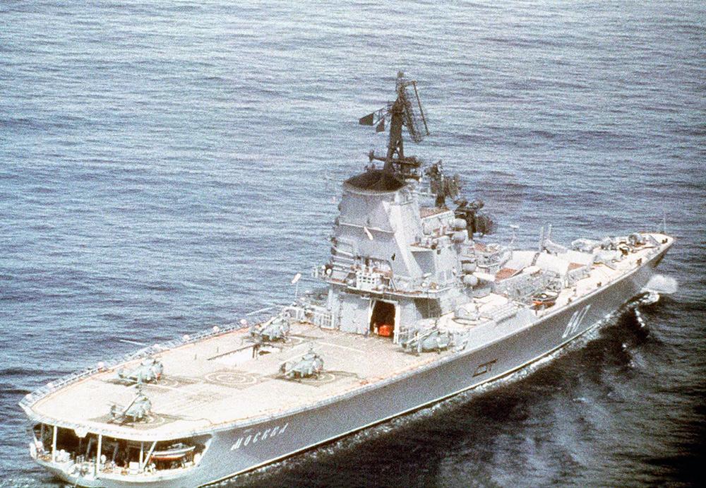 Вид на противолодочный крейсер «Москва»с кормы. 1978 год.