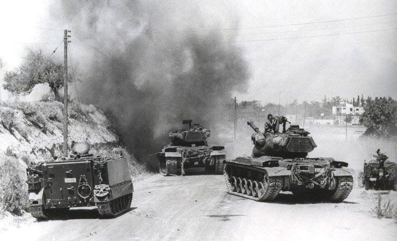 Турецкие танки M47 «Паттон» и бронетранспортеры M113 американского производства, во время вторжения на Кипр в 1974 г.