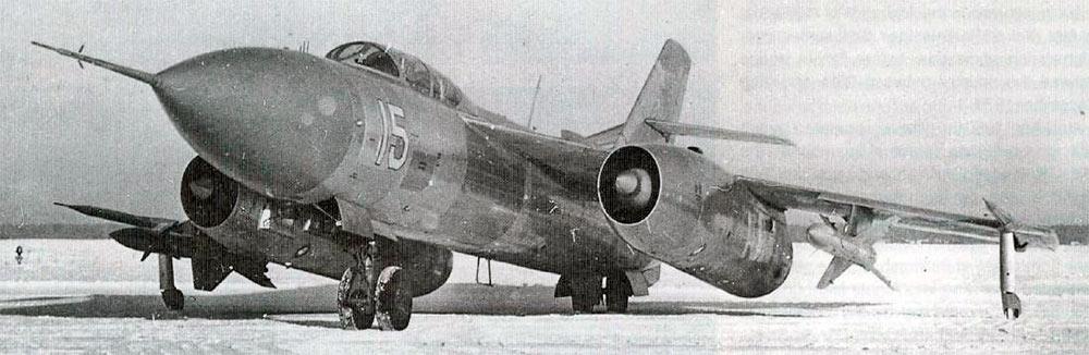 Истребитель-перехватчик Як-28П на аэродроме