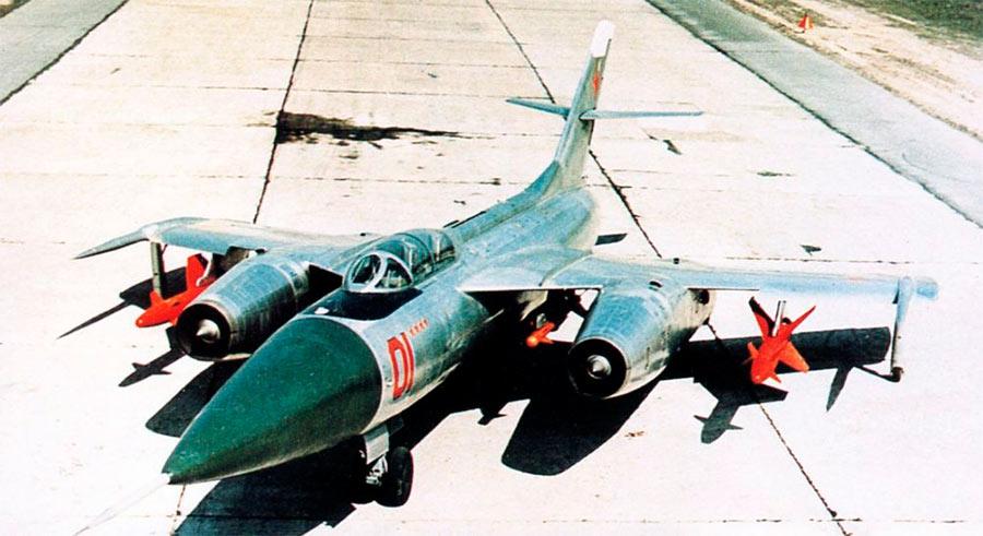 Як-28П легко отличить от бомбардировщика Як-28 по отсутствию остекления носовой части самолета