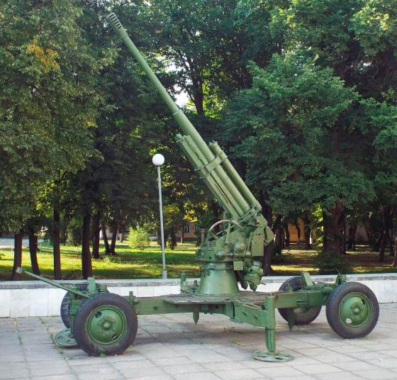 85-мм зенитная пушка 52-К образца 1939 г., в Киеве