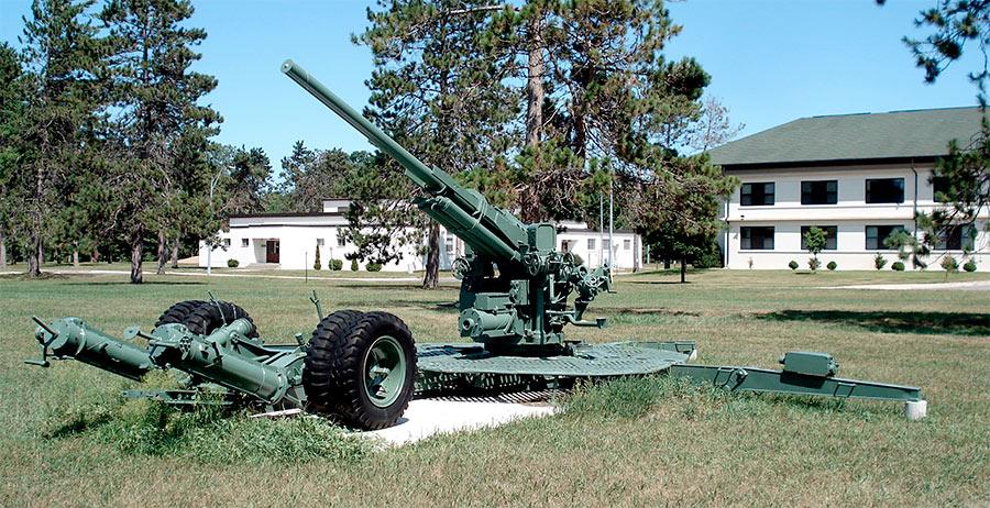 Американская среднекалиберная зенитная пушка M2 времен Второй Мировой войны