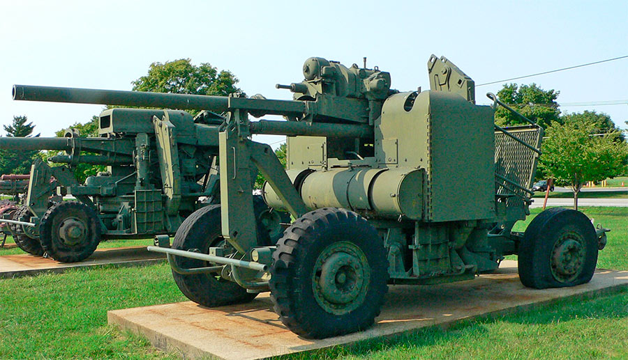 90-мм зенитная пушка M2 производства США в походном положении