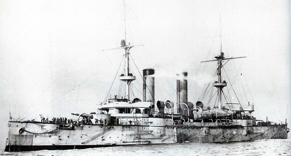 Японские броненосные крейсера типа «Асама» по вооружению, схеме бронирования и даже внешнему виду - скорее похожи на маленькие броненосцы, чем на крейсеры