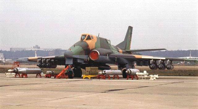 Номенклатура вооружений штурмовика Ил-102 впечатляет. Впрочем, также, как и у его «конкурента» Су-25