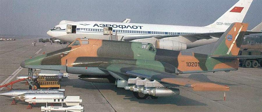Штурмовик Ил-102 даже чем-то напоминает своего знаменитого предка Ил-2. Впрочем, что-то общее есть у него и с Су-25.