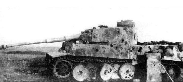 Кажущийся небольшой размер авиабомб типа ПТАБ - обманчив. На фотографии - тяжелый танк «Тигр» которому не повезло оказаться под ударом ПТАБ.