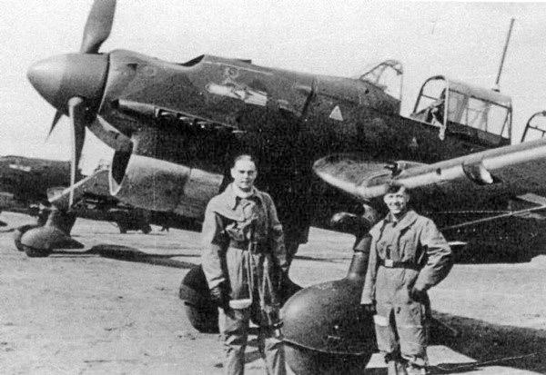 Экипаж немецкого пикирующего бомбардировщика Экипаж Ju-87R-2 из 2-й эскадрильи StG5