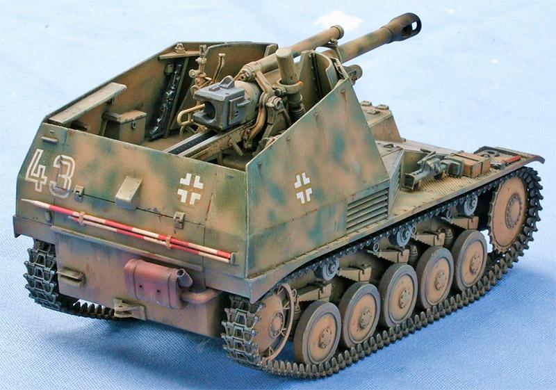 Немецкая самоходная 105-мм гаубица «Wespe», вид сзади