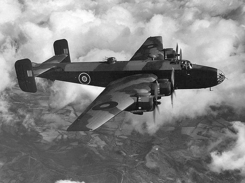 Хендли Пейдж Галифакс - классический представитель британской бомбардировочной школы.
