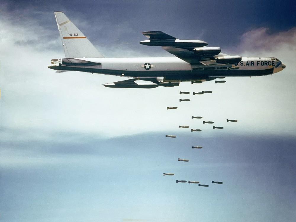 Американский стратегический бомбардировщик B-52 «Стратофортрес».