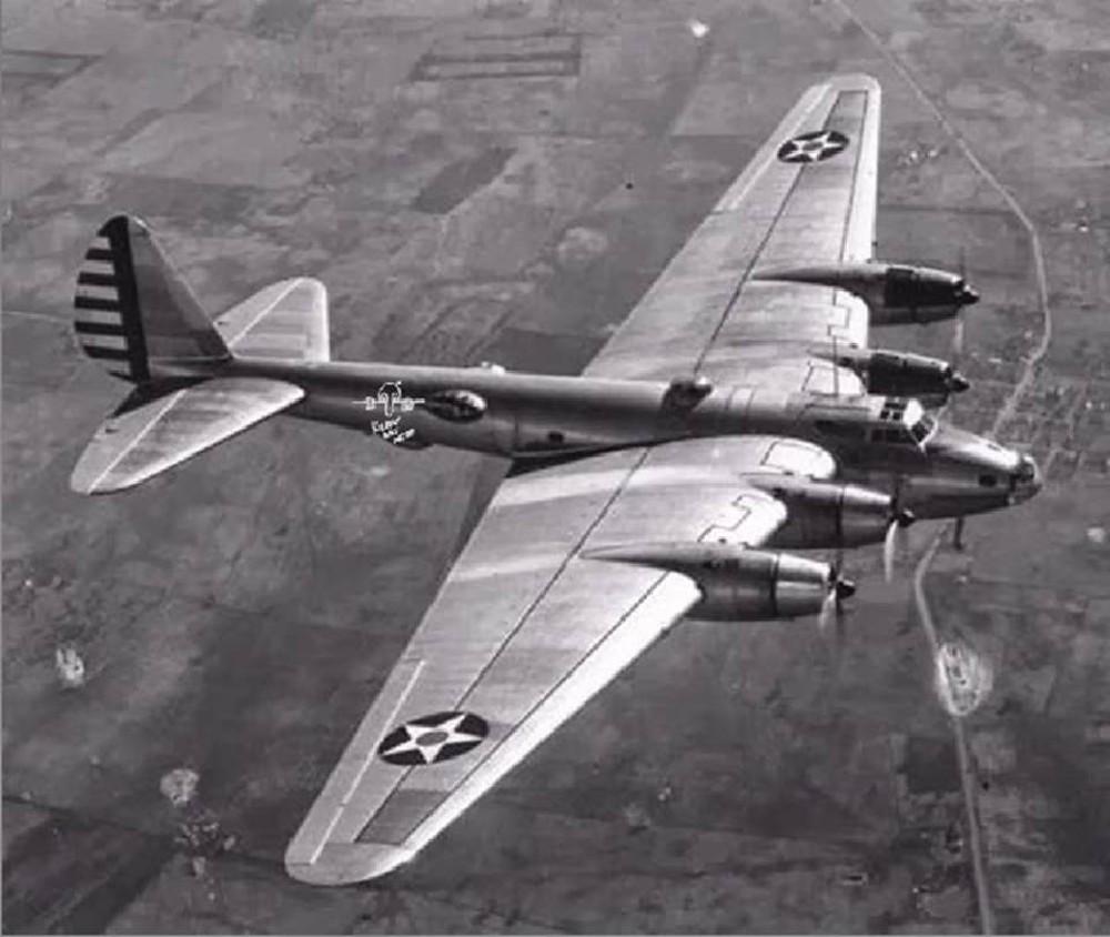 Boeing XB-15 можно назвать «дедушкой Летающей крепости» B-17.