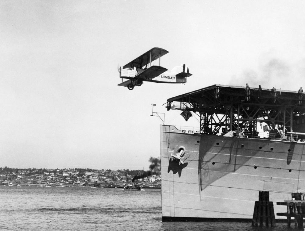 Дуглас DT - первый серийный палубный бомбардировщик-торпедоносец в мире.