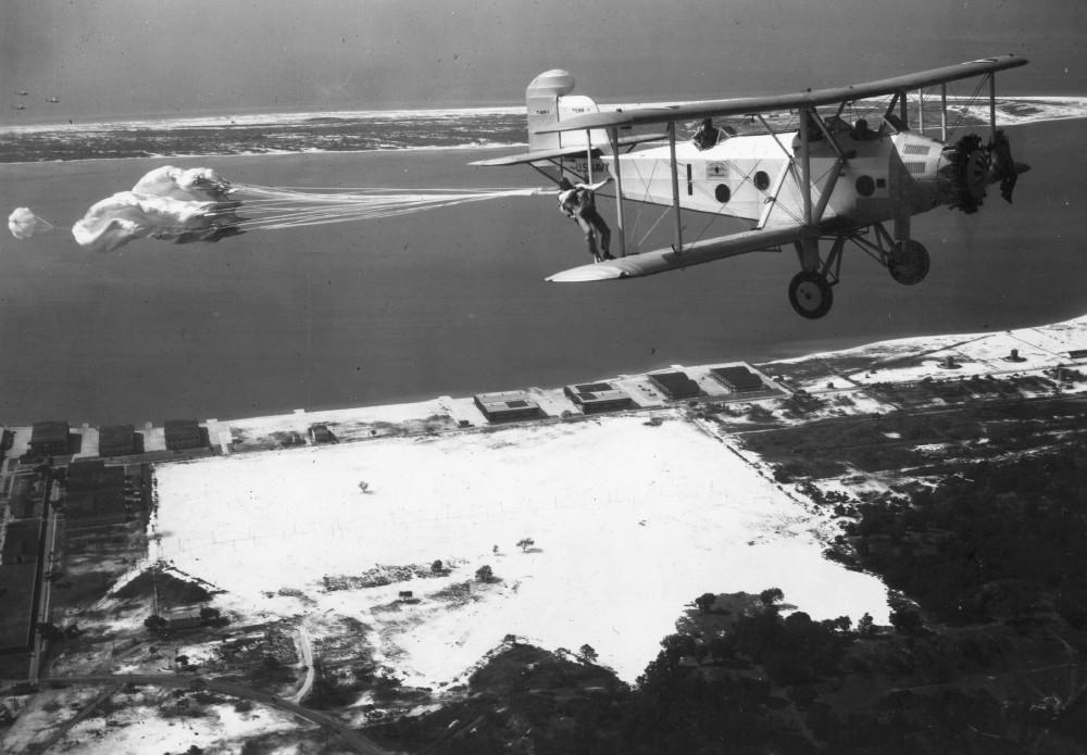 Martin T4M - не совсем бомбардировщик, это палубный торпедоносец ВМФ США 1930-х г.г.