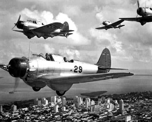 Пикирующие бомбардировщики «Нортроп» BT-1s.